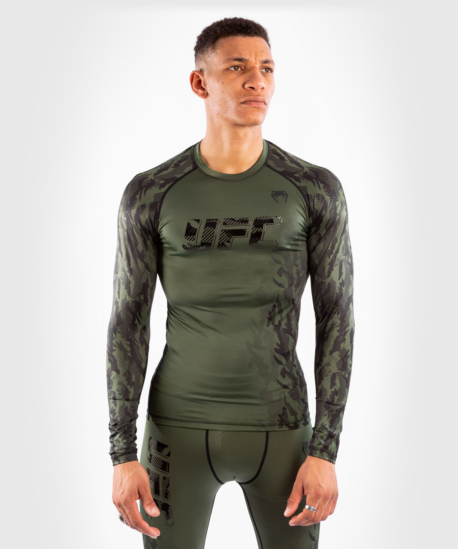 Camiseta De Compresión Manga Larga Para Hombre UFC Venum Authentic Fight Week Performance - Caqui