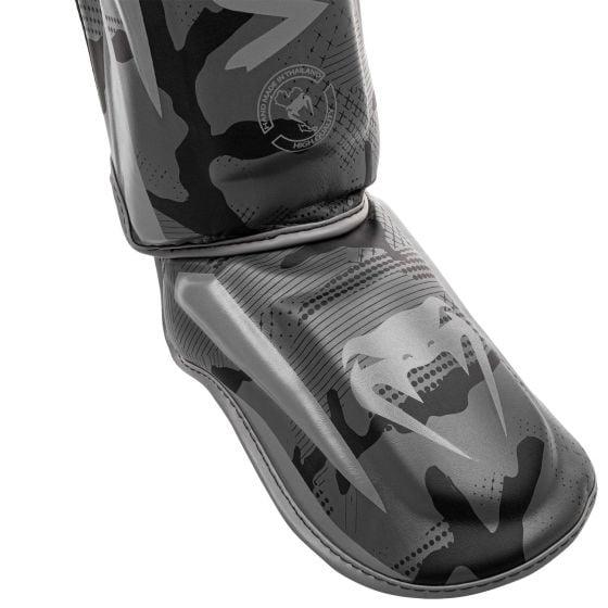 Venum Elite scheenbeschermers - Zwart/Donkercamouflage