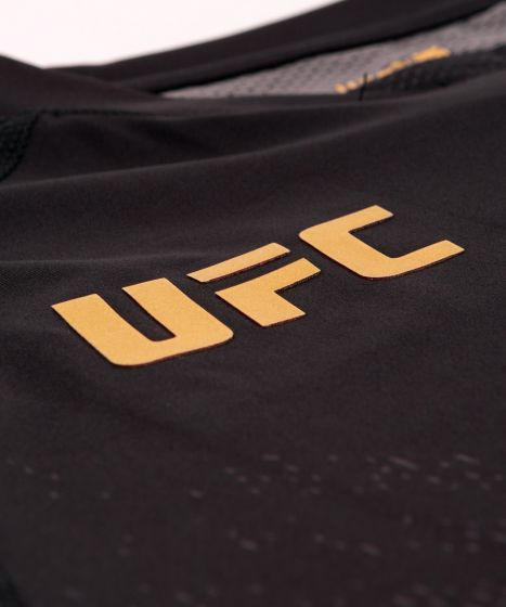 UFC Venum Authentic Fight Night Walkout Herenshirt - Champion