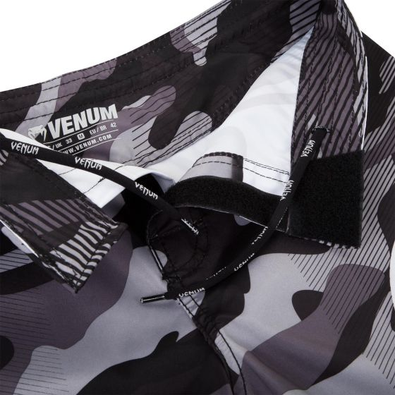 Venum Camo Hero Fightshorts - White/Black